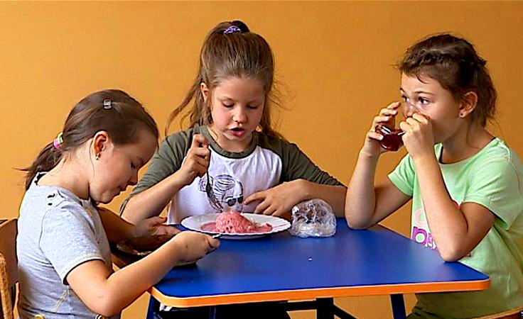 Zdrowe i  smaczne - czy to możliwe? Spór o szkolne jedzenie
