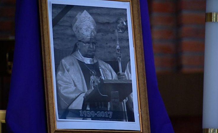 Przygotowania do pogrzebu biskupa Ryczana