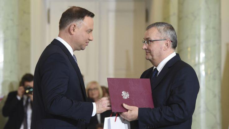 Prezydent Andrzej Duda powołuje Andrzeja Adamczyka na stanowisko ministra infrastruktury. Fot. PAP/Radek Pietruszka