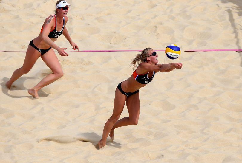 Sophie van Gestel z Holandii broni atak Brazylijek (fot. Getty Images)