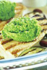 Grillowana pierś z kurczaka z musem z zielonego groszku