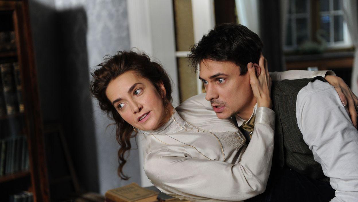 Mateusz Damięcki wcielił się w postać kochanka Żabusi, będącym jednocześnie narzeczonym Marii – siostry Bartnickiego (fot. N. Młudzik/TVP)