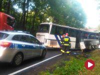 Autobus szkolny zderzył się z ciężarówką. Dwie osoby nie żyją