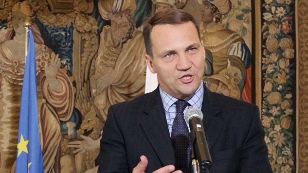 Według dziennikarzy Radosław Sikorski nie mówił prawdy (fot. flickr.com/Υπουργείο Εξωτερικών)