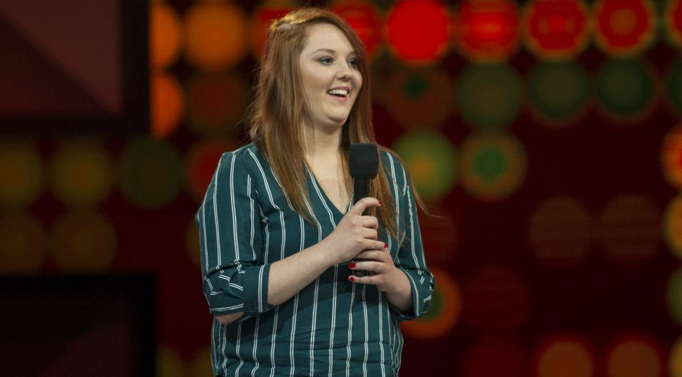 """Utwór """"Młody maj"""" przypadł Izabeli Czeszel, na co dzień zajmującej się windykacją (fot. TVP)"""