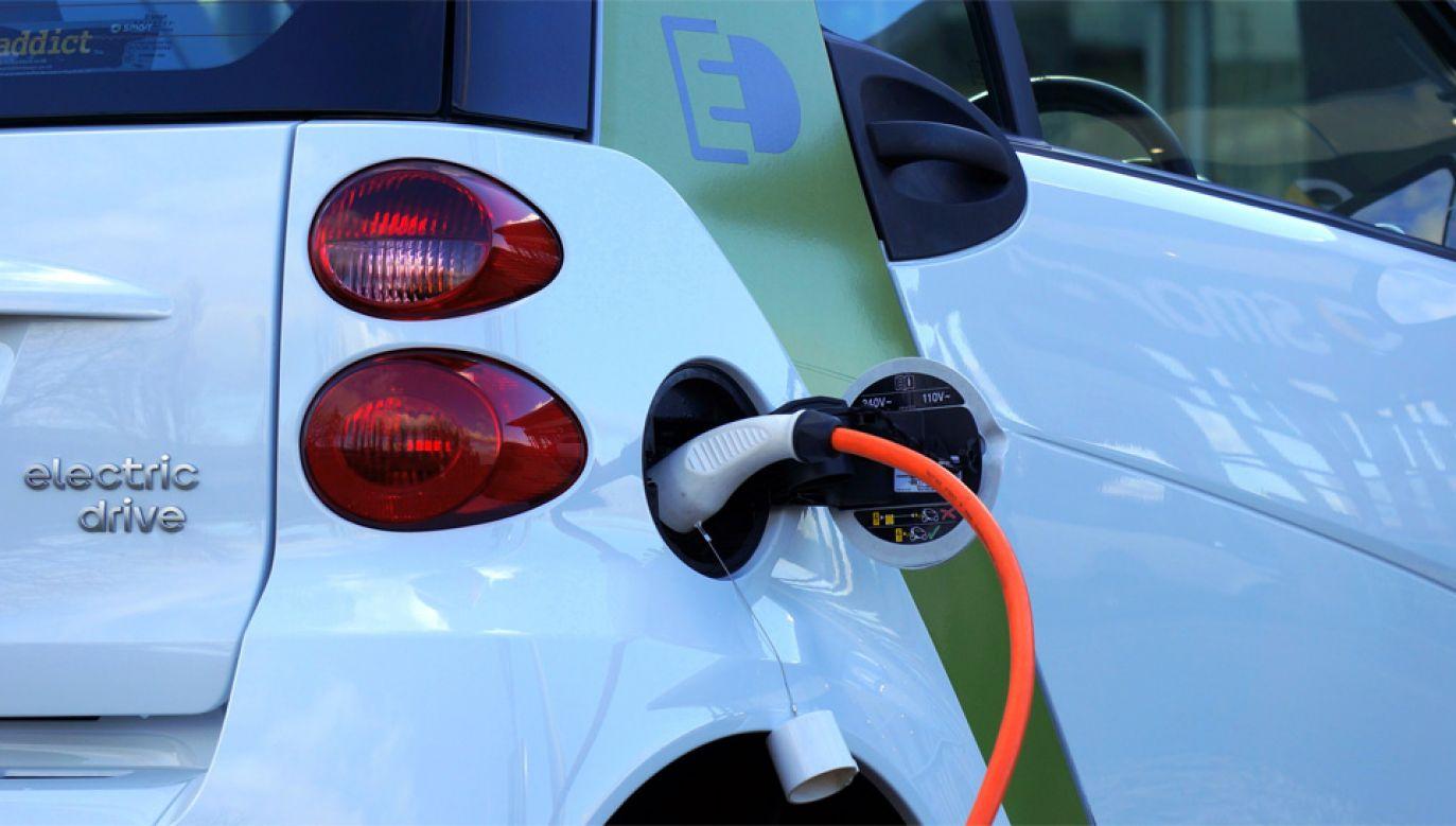 Po polskich drogach jeździ zaledwie około 2 tys. aut elektrycznych (fot. Pexels)