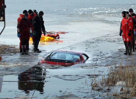 Biesowo: samochód pod lodem