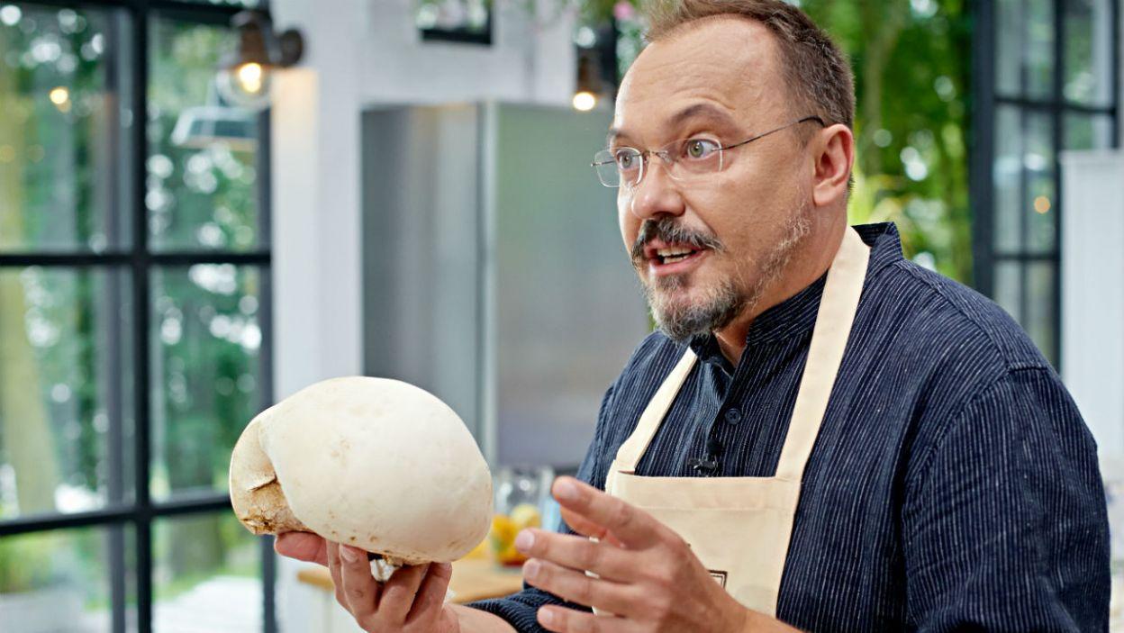 Tomasz musiał się wytłumaczyć z wyboru składników. Czy ten grzyb jest jadalny? Monika zmartwiła się, że może Tomek zje go tylko raz! (fot. TVP)