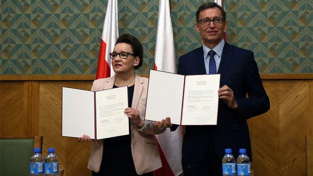 W podpisanej deklaracji mowa jest m.in. o ścisłej współpracy obu instytucji (fot. PAP/Tomasz Gzell)