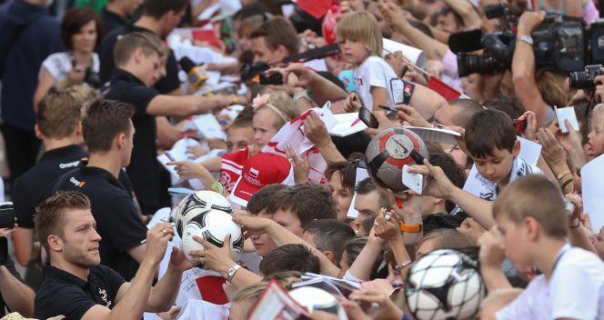 Chętnych na autografy nie brakowało (fot. PAP/Rafał Guz)