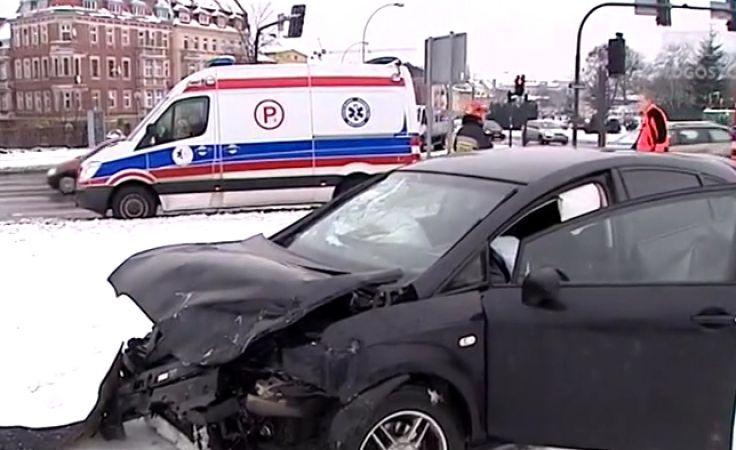 Na drogach ślisko i niebezpiecznie po ataku zimy