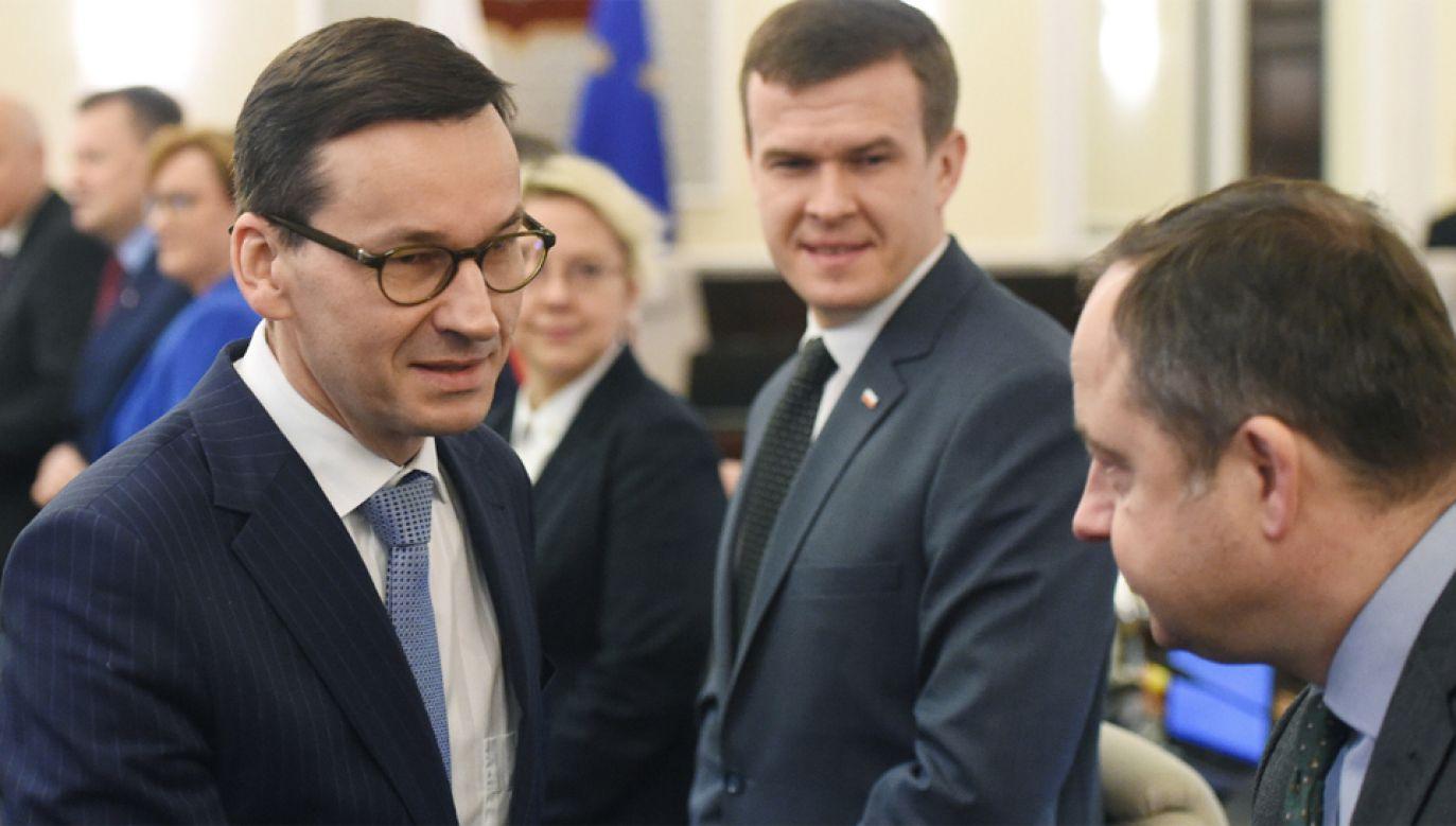 42 proc. Polaków określa się jako zwolennicy rządu Mateusza Morawieckiego (fot. PAP/Radek Pietruszka)