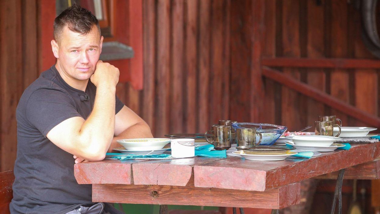 A sam cierpliwie czekał na obiad (fot. TVP)