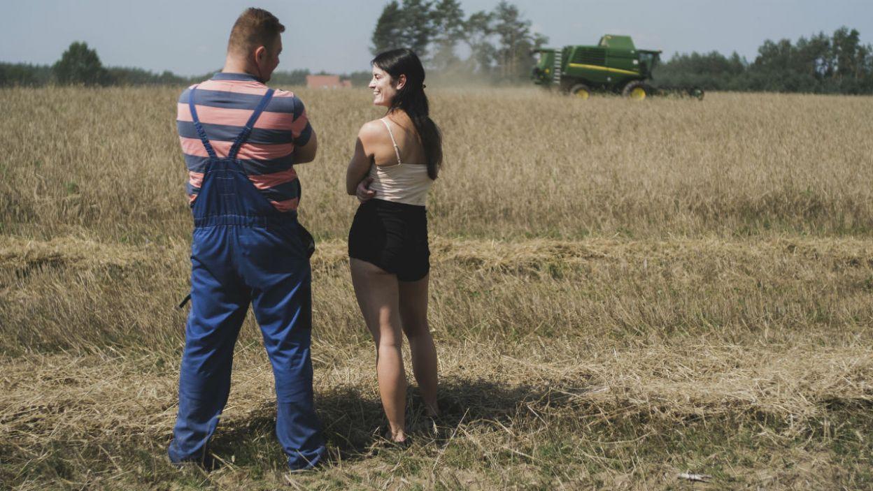 – Teraz jestem w stanie wszystko obiecać – kokietuje rolnik. Co na to Paulina? (fot. TVP)