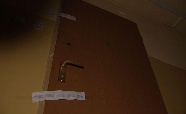 Za tymi drzwiami rozegrała się tragedia.