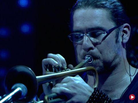 """Nikola Kołodziejczyk & Wojtek Mazolewski & Atom String Quartet & Aga Derlak Trio – Medley: """"Warszawa"""" / """"Ashes to Ashes"""" / """"Laza"""