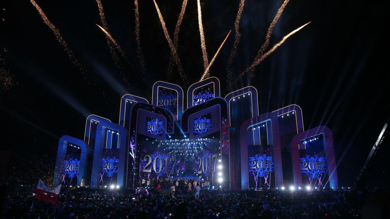 Rok 2017 przywitano pokazem fajerwerków (fot. PAP/Grzegorz Momot)