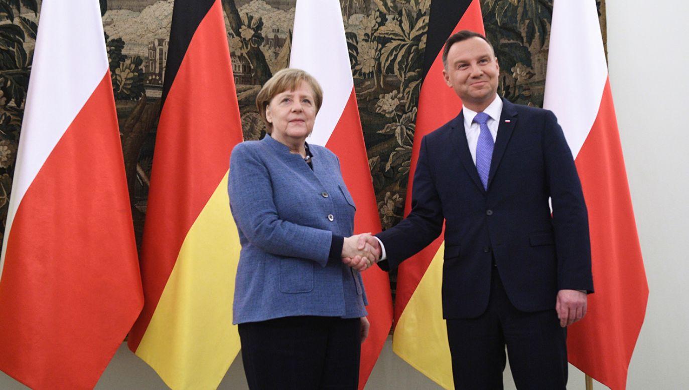 Prezydent Andrzej Duda i kanclerz Niemiec Angela Merkel podczas powitania, przed spotkaniem w Belwederze w Warszawie (fot. PAP/Jacek Turczyk)