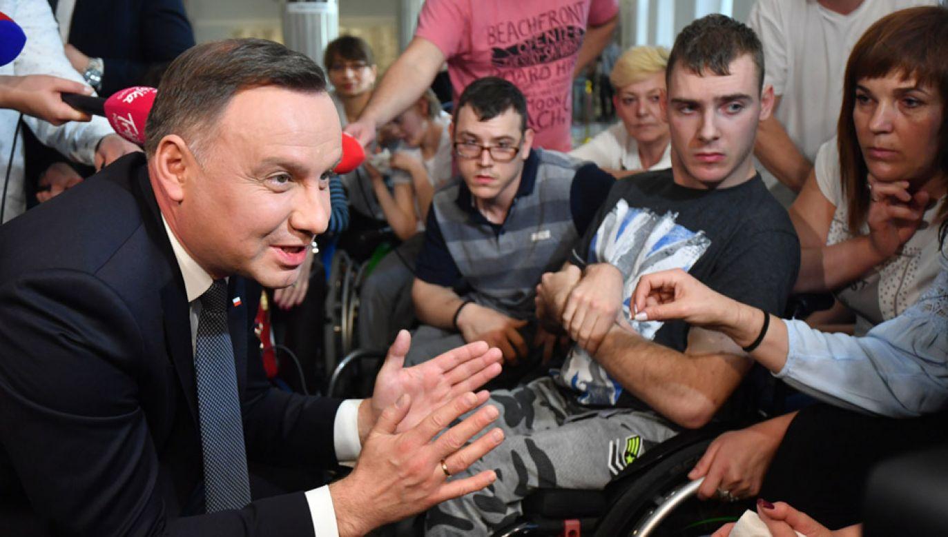 Prezydent Andrzej Duda spotkał się z protestującymi rodzicami osób niepełnosprawnych w Sejmie (fot. PAP/Bartłomiej Zborowski)