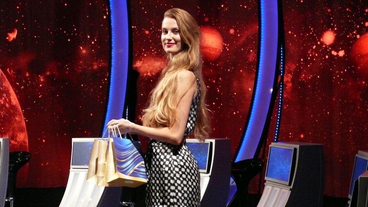 Nagrody dla finalistów 9 odcinka 100 edycji wręczy Pani Sylwia