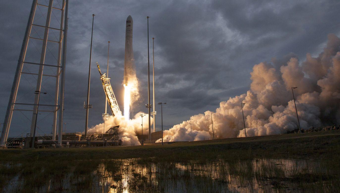 Start rakiety nośnej Antares ze statkiem Cygnus (fot. PAP/EPA/BILL INGALLS/NASA)