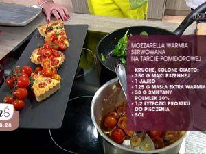 MOZZARELLA WARMIA serwowana na tarcie pomidorowej