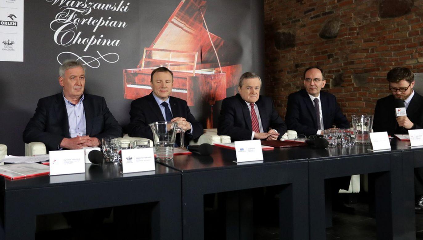 Koferencja prasowa w związku z prezentacją kopii warszawskiego fortepianu Chopina (fot. tt/@MKiDN_GOV_PL)