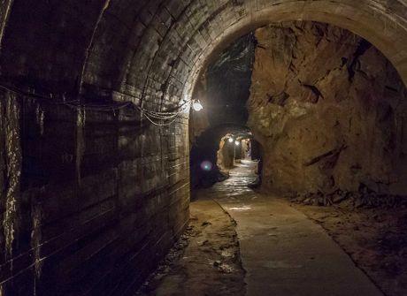 Zwiedzanie podziemi zamku Książ
