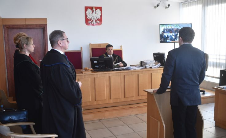 Sędzia Kamil Grzesik podczas kolejnej rozprawy w Sądzie Okręgowym w Krakowie przeciwko producentom serialu. Fot. PAP/Jacek Bednarczyk
