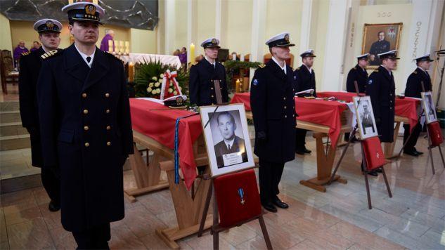 Państwowe uroczystości pogrzebowe rozpoczęły się w piątek w kościele pw. Bożego Ciała w Helu (fot. PAP/Adam Warżawa)