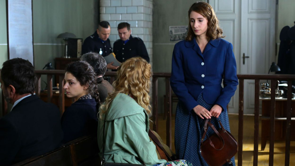 Marysia mówi Ewce o warunkach naczelnika. Czasu jest coraz mniej, a obie dziewczyny są uwięzione (fot. TVP)