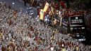Słynna Gran Via w stolicy Hiszpanii została opanowana przez fanów La Furja Roja (fot. PAP/EPA)