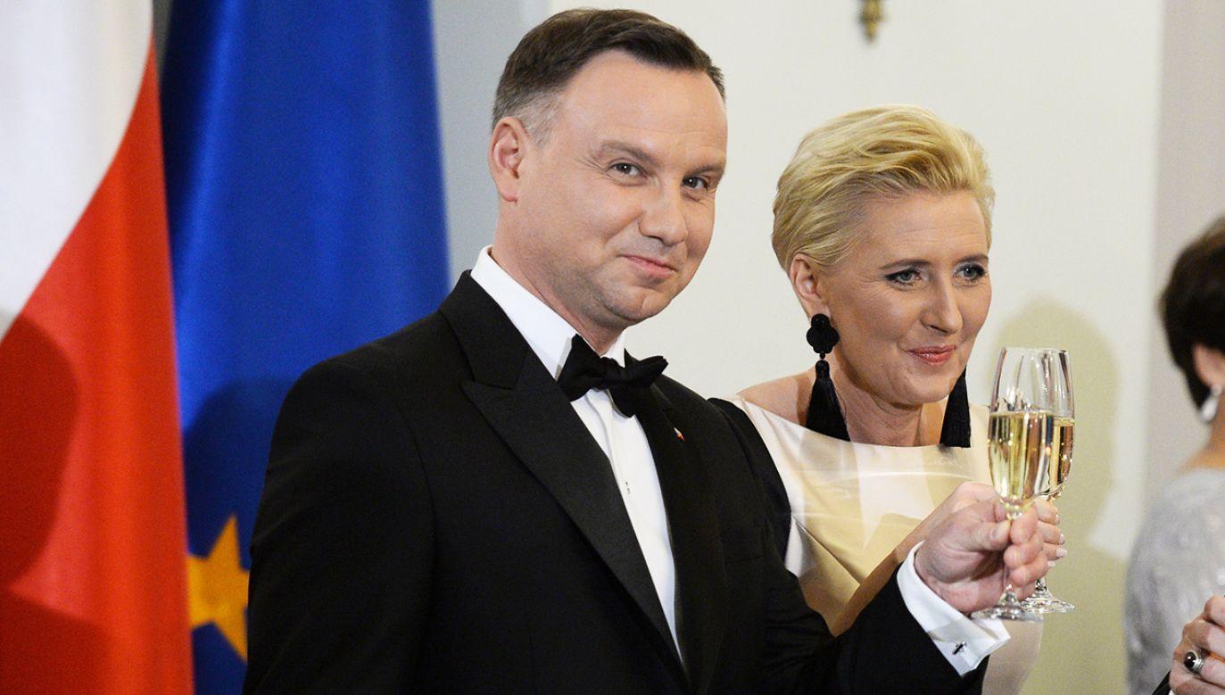 Prezydent Andrzej Duda (L) z żoną Agatą Kornhauser-Dudą (C) podczas spotkania noworocznego z Korpusem Dyplomatycznym (fot. PAP/Jacek Turczyk)
