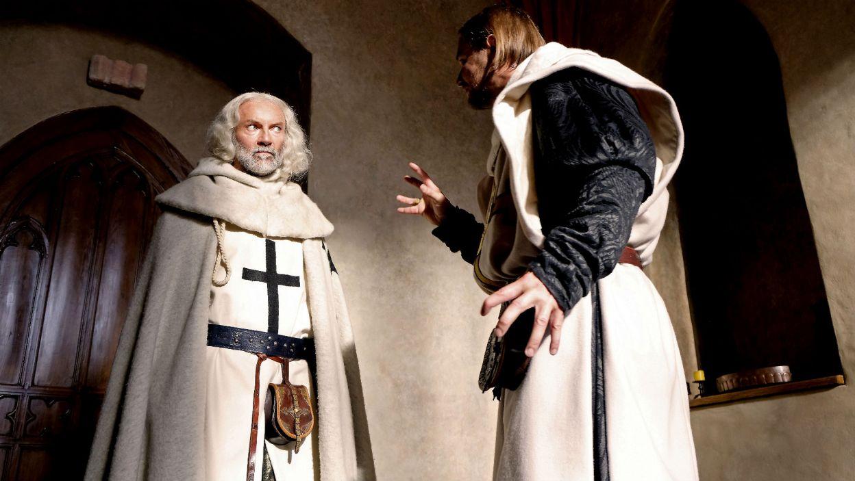 Wielki komtur informuje Ludolfa o wizycie Bogorii; wielki mistrz jest poddenerwowany (fot. TVP)