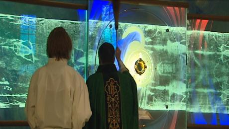 Biskup poświęcił nowy ołtarz w parafii pw. Ducha Św.