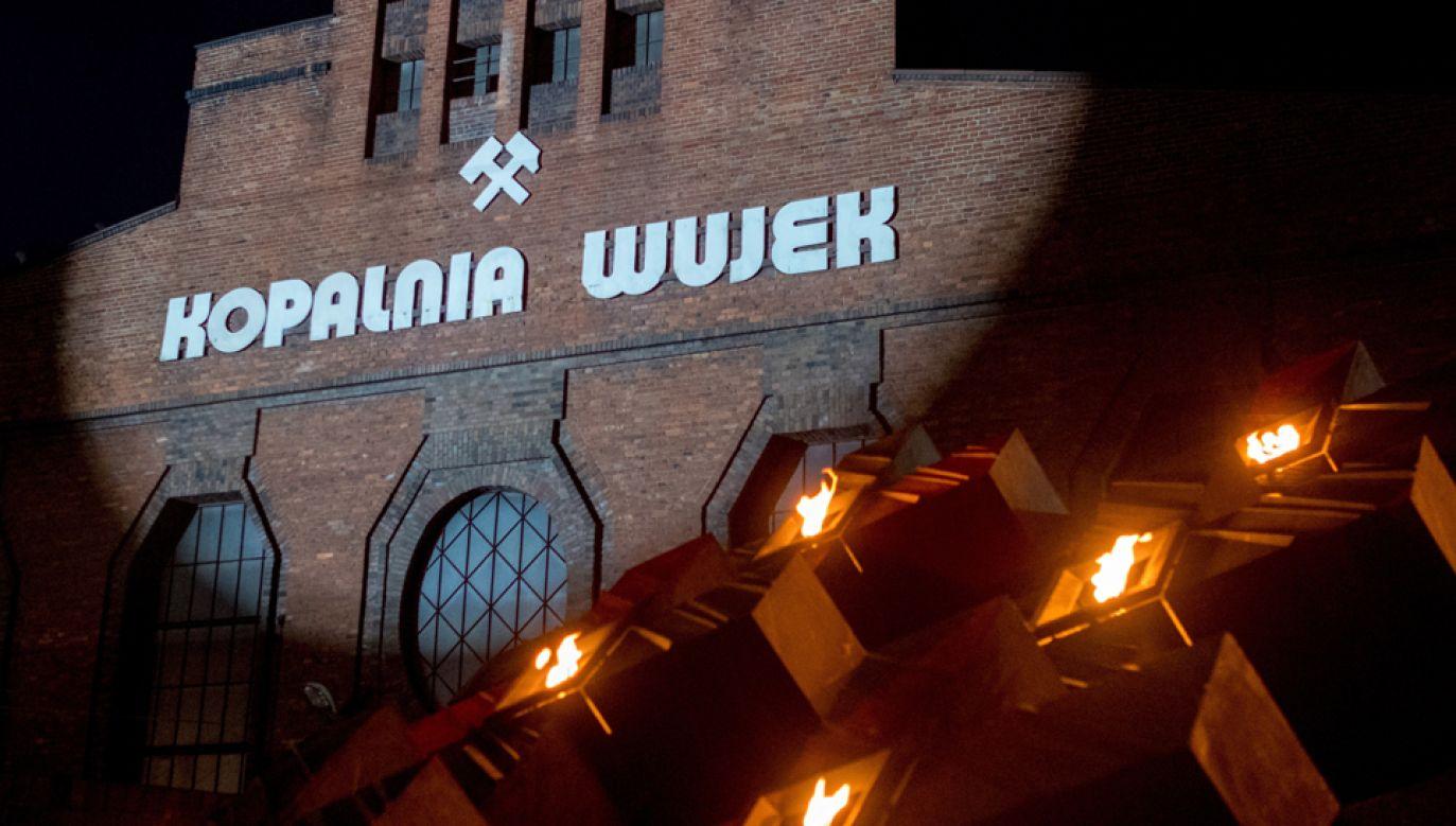 """Dziewięciu górników zostało zastrzelonych w czasie pacyfikacji strajku w kopalni """"Wujek"""" (fot. PAP/ Andrzej Grygiel"""