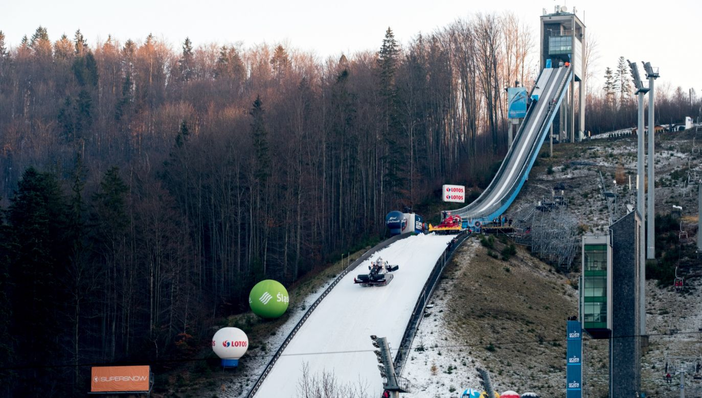 Skocznia narciarska w Wiśle-Malince gotowa na przyjęcie skoczków (fot. PAP/Andrzej Grygiel)