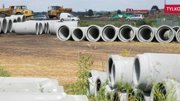 Budowa fabryki płyt wiórowych i spalarni odpadów drewnopochodnych firmy Egger w Biskupcu (fot .arch. PAP/Tomasz Waszczuk)