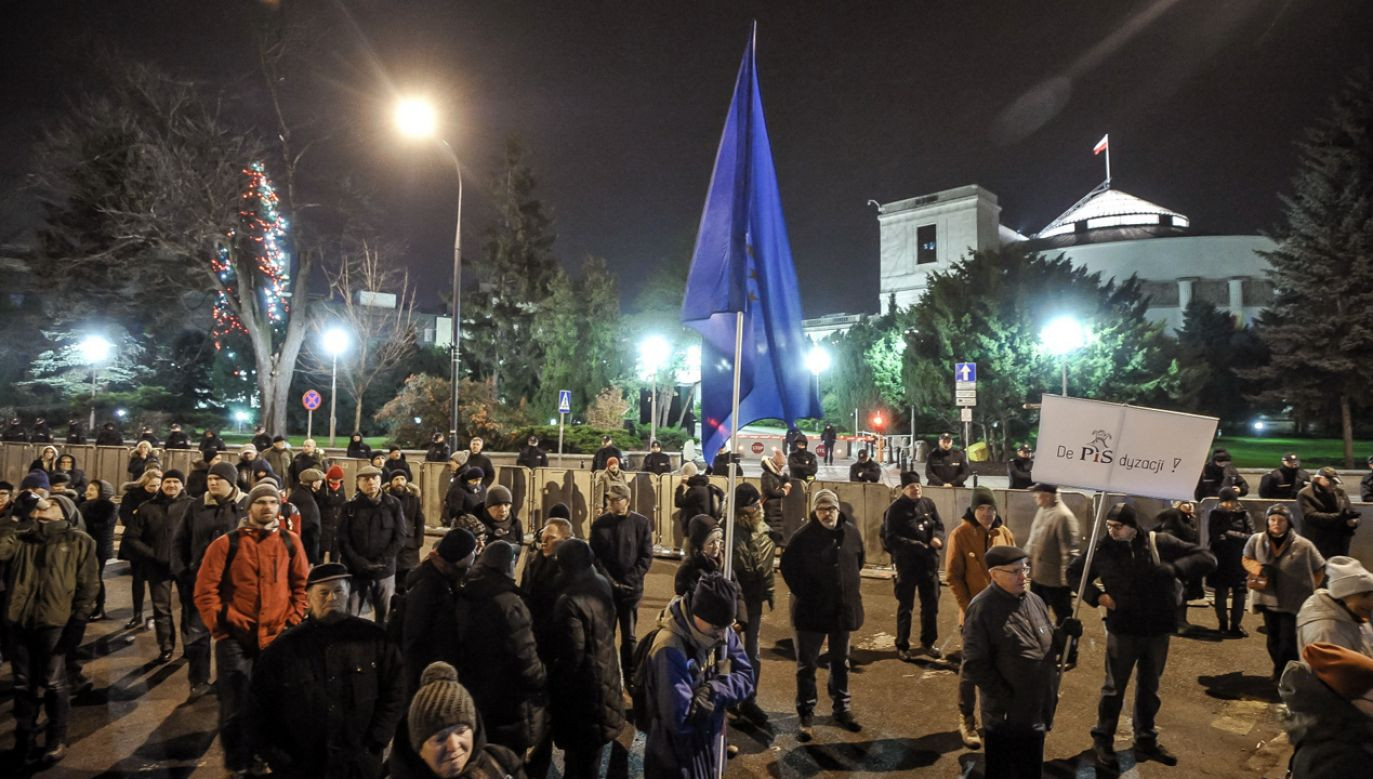 Protest przeciwników reformy ustaw o KRS i Sądzie Najwyższym, zorganizowany przez ruch Obywatele RP przed Sejmem (fot. arch. PAP/ Marcin Obara)