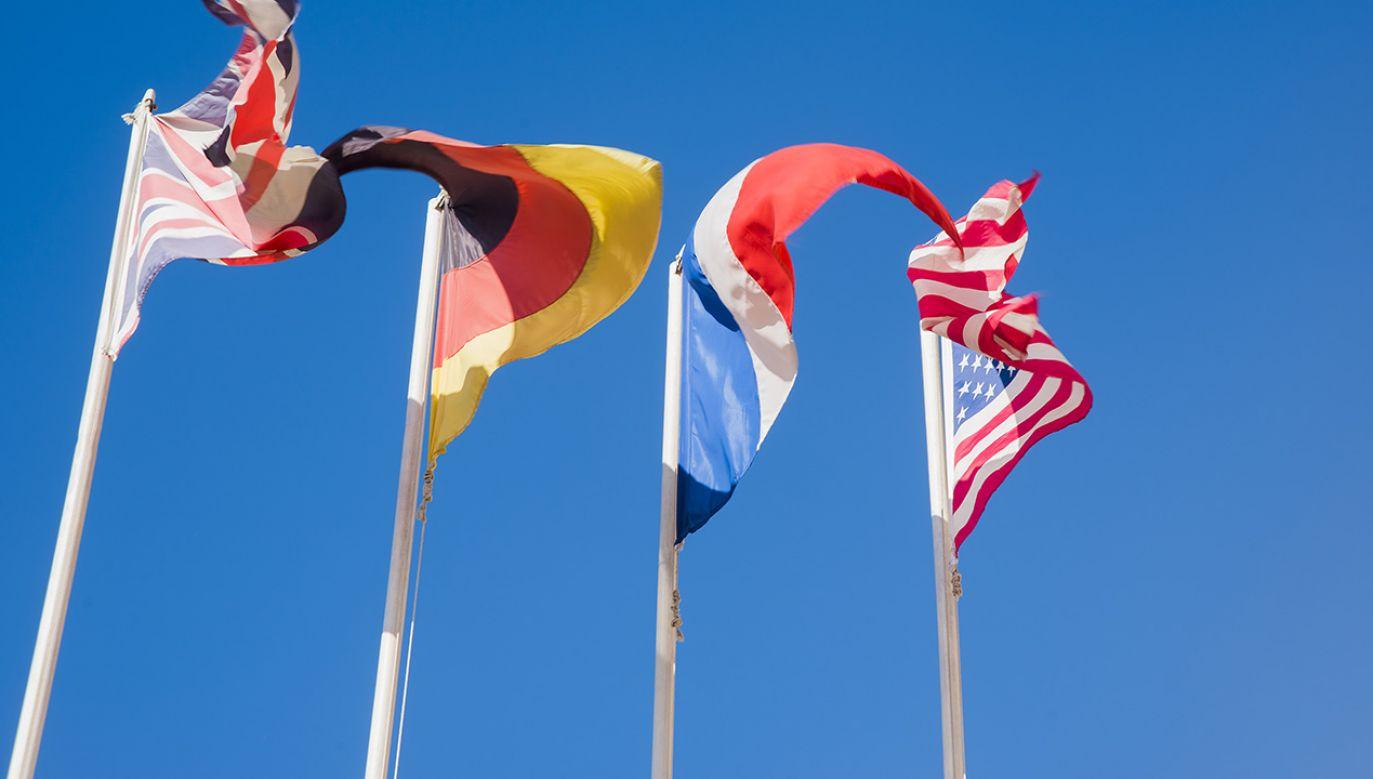 Flagi Wielkiej Brytanii, Niemiec, Francji i Stanów Zjednoczonych Ameryki (fot. Shutterstock/maradon 333)