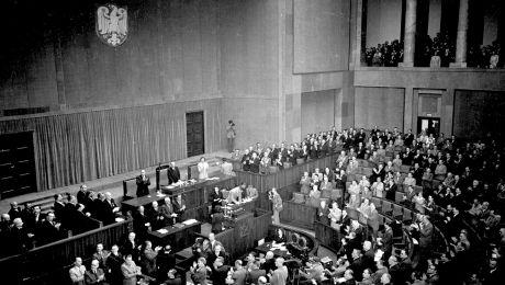 tak w 1952 r. Sejm uchwalał Konstytucję PRL (fot. arch. PAP/CAF)