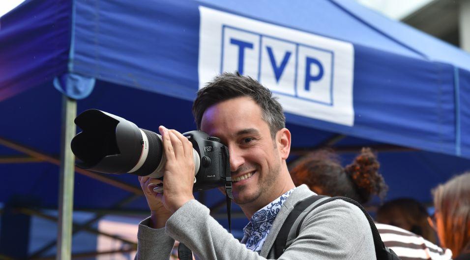 Na wszystko ma oko Radek Brzózka, rzecznik prasowy festiwalu (fot. Ireneusz Sobieszczuk)