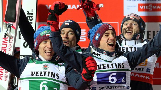 Polacy w składzie Stefan Hula (L), Piotr Żyła (2L), Kamil Stoch (2P), Dawid Kubacki (P) (fot. PAP/Grzegorz Momot)