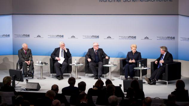 Timmermans i Waszczykowski dyskutowali na Konferencji Bezpieczeństwa w Monachium (fot. PAP/EPA/KOERNER/MSC HANDOUT)