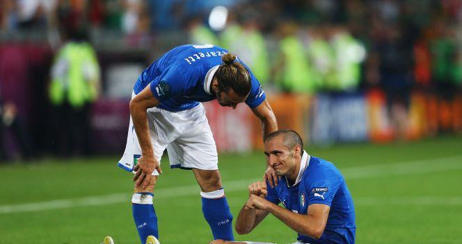 Giorgio Chiellini w drugiej połowie doznał kontuzji (fot. Getty Images)
