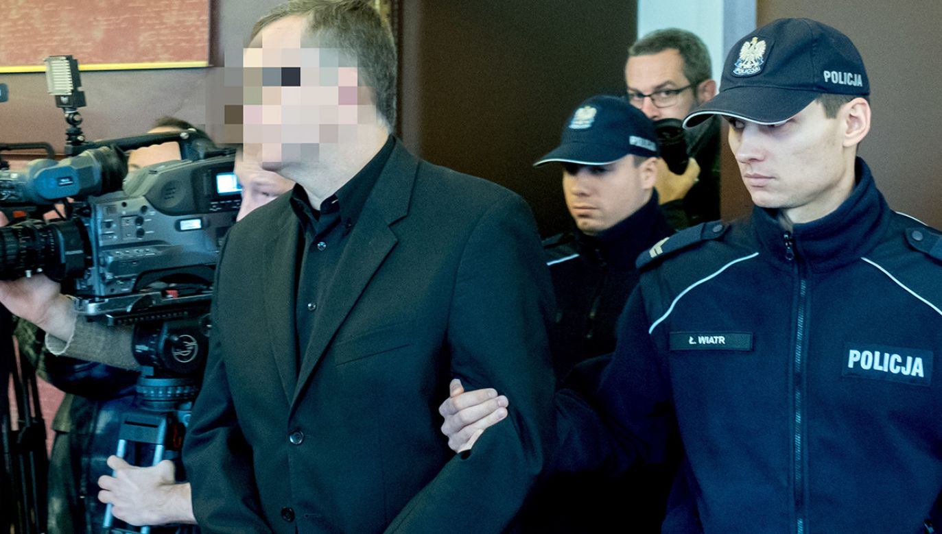 Oskarżony Dariusz P. (L) na sali sądowej (fot. PAP/Andrzej Grygiel)
