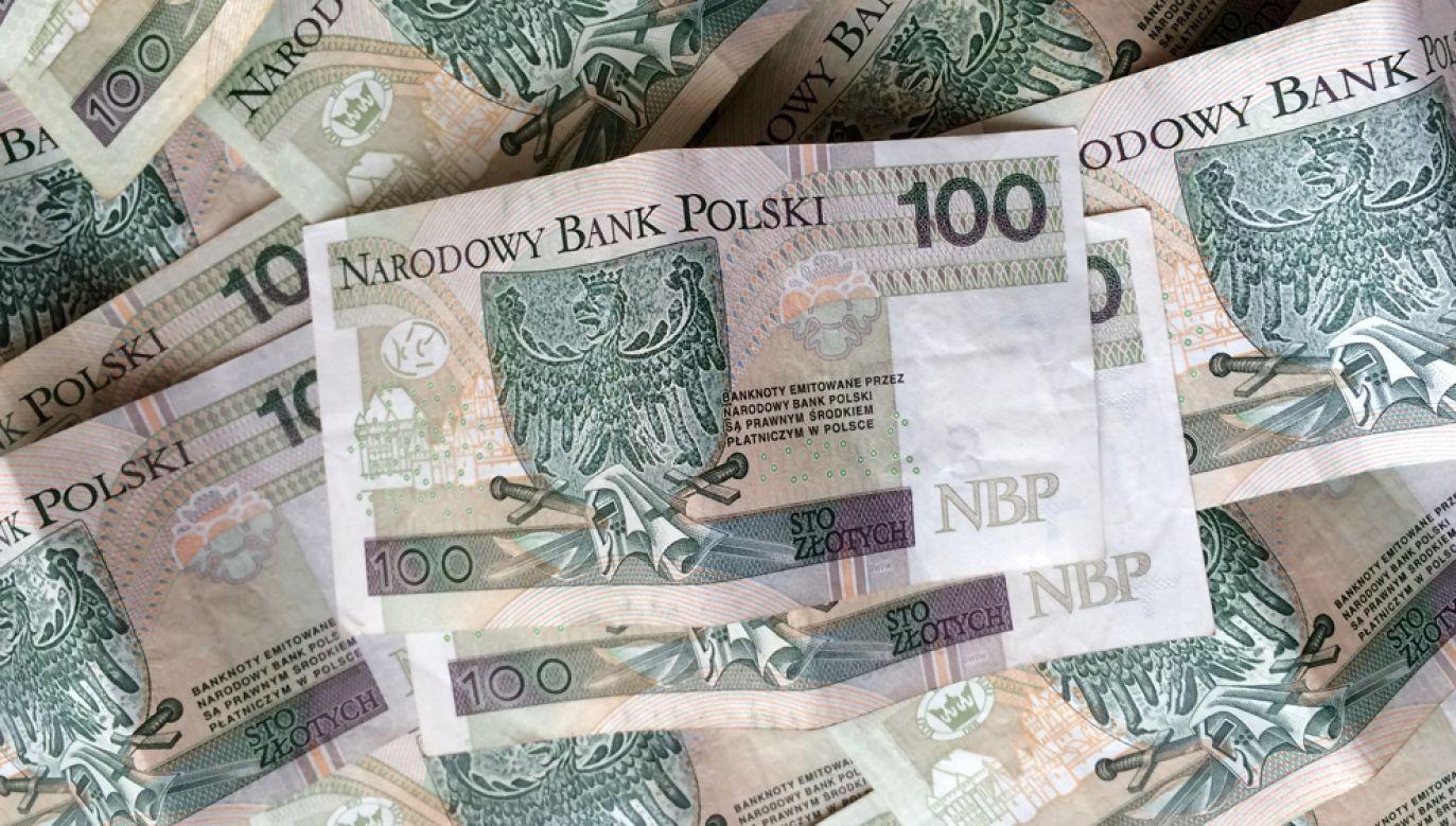 Jak podaje NBP banknot o nominale 100 złotych jest najliczniejszym pozostajacym w obiegu banknotem(fot. Dariusz Gąszczyk/flickr)