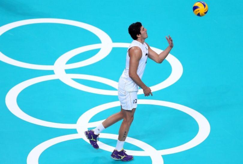 Federico Pereyra zagrywa na stronę Polaków (fot. Getty Images)