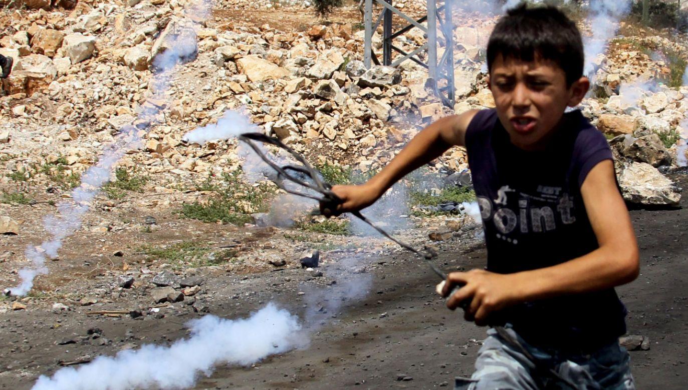 Podczas konfliktu cierpią dzieci (fot. PAP/EPA/ALAA BADARNEH)