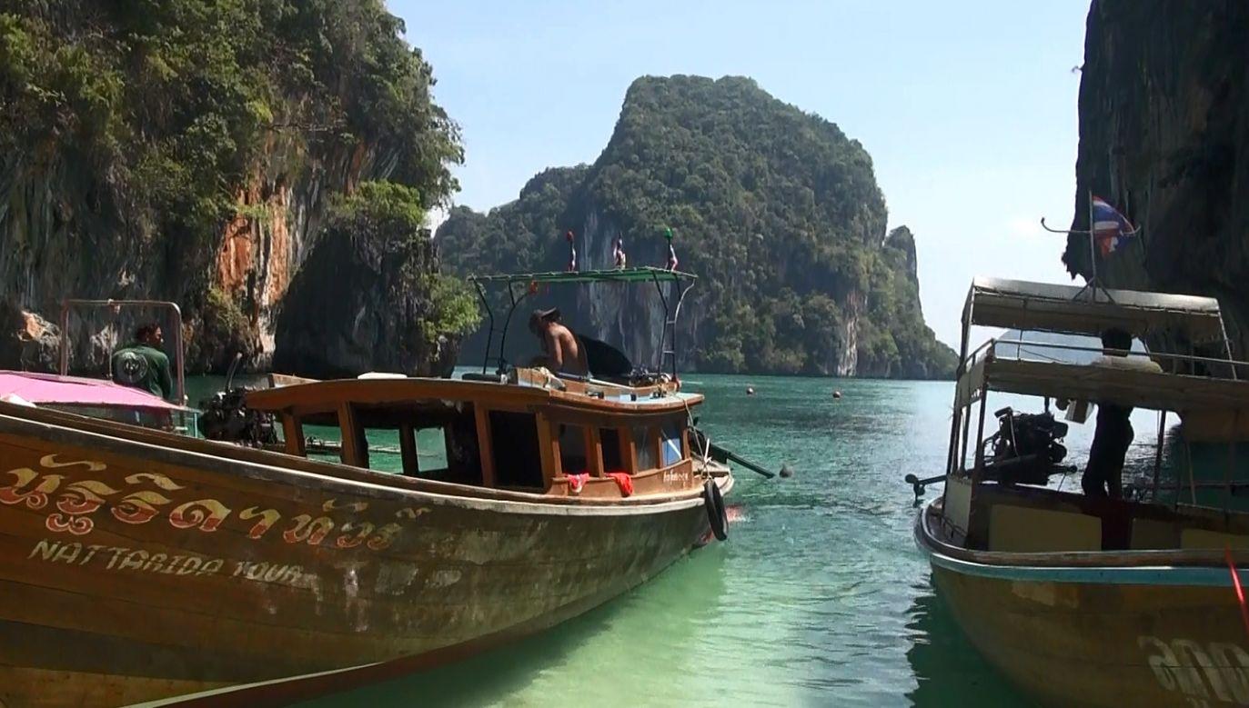 Tajlandia od lat przyciąga tłumy turystów, najpopularniejszą plażę odwiedza 5 tys. osób dziennie  (Fot. Printscreen materiału TVP INFO)
